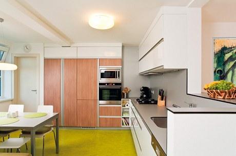 Nová kuchyně s nábytkem vyrobeným na míru
