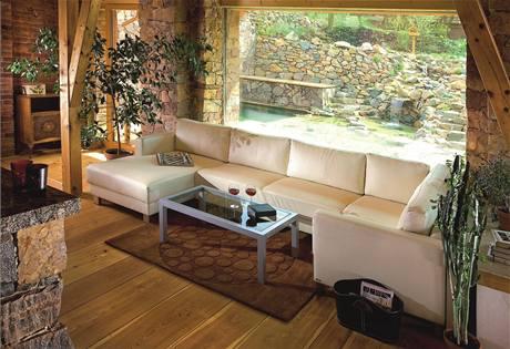 Jednobarevná, pohodlná, multifunkční. Taková by měla být ideální sedací souprava