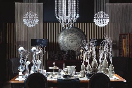 Stříbro, sklo a bílá barva. To je luxus podle AlmiDecor