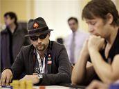 Martin Hrubý přemýšlí, jak zareaguje na situaci, která na stole vznikla.