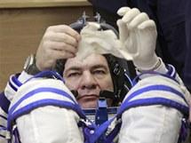 Italský astronaut Paolo Nespoli před odletem raketoplánu Sojuz TMA-20 k ISS. (15. prosince 2010)