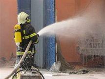 Požár autodílny v Prostějově