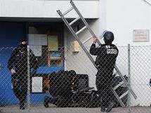 Na záchraně dětí z francouzské školky, které držel v zajetí pomatený mladík, se podílela i elitní jednotka (13. prosince 2010)