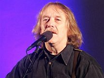 Jaromír Nohavica na koncertu v kostelu v Ostravě-Zábřehu. (12. prosince 2010)
