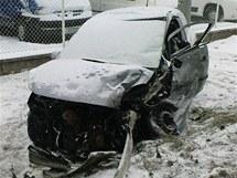 Opel 85letého řidiče po nehodě u Roudnice.