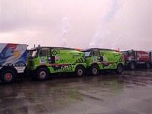 Nalodění tatrovek Czech Dakar Teamu v Le Havre.