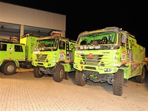 Dvě závodní a doprovodná Tatra Czech Dakar Teamu před naloděním na Dakar 2011.