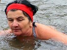 Zimní plavání otužilců v Orlici