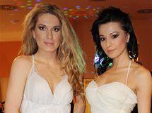 Olga Menzelová a Inna Puhajková předváděly svatební šaty