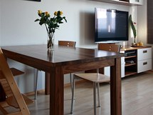 Stůl vyrobený na míru je rozkládací