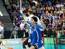 Tomáš Sladký se raduje z úvodního gólu v zápase s Finskem.