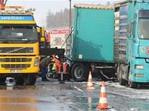 Odklízení nehody na R35 u Lipníka nad Bečvou.