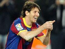 Lionel Messi slaví svůj gól do sítě San Sebastianu.