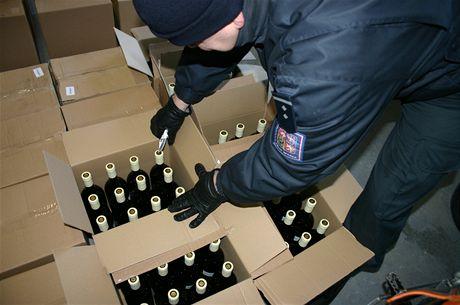 Celníkům na jihu Moravy se podařilo odhalit nelegální výrobnu alkoholu.