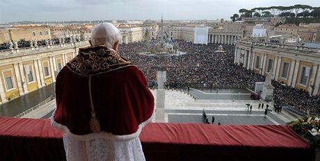 Svatý otec Benedikt XVI. při tradičním požehnání Městu a světu (25. prosinec 2010)