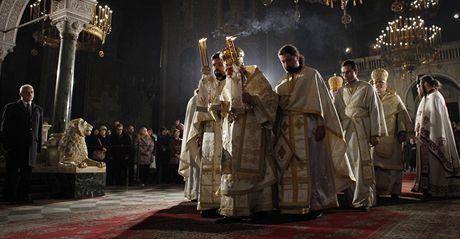 Bulharští křesťané při bohoslužbě v metropoli Sofii (24. prosince 2010)