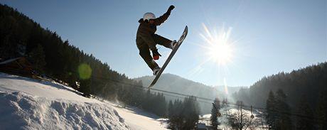 Na sjezdovce Horal vedle vleku otevřeli GoGEN snowpark s překážkami pro snowboardisty, pustit se do nich mohou však i odvážní lyžaři.