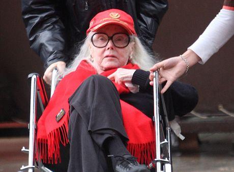 Třiadevadesátiletá Zsa Zsa Gaborová byla převezena do nemocnice