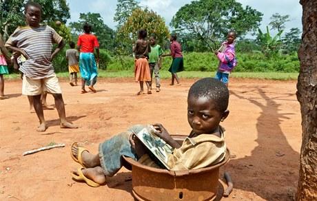 Knížky mají vést africke děti k ochraně přírody