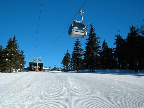Start tratě Pod kabinou, jedné ze tří tříkilometrových sjezdovek na Černé hoře