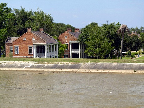 Pohled na domy New Orleans, které se nacházejí pod úrovní Mississippi