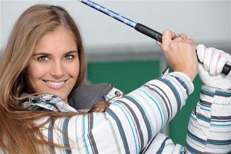 MISS. Váhal snad někdo s tím, jestli začít hrát golf? Potkáte snad někdy takovou krásu na hodině zumby? Ale chlapi, no tak...