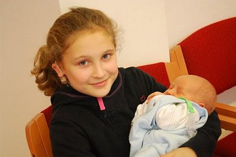 Anička Formánková s bratříčkem