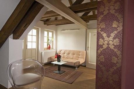 V celém objektu jsou použity ručně tištěné tapety značky Cole & Son, pro niž navrhuje například britská designérka Vivienne Westwooodová