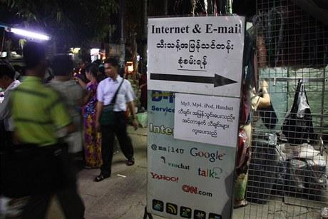 Internetové kavárny v Barmě se chlubí, že se u nich dostanete na Google, Gmail nebo CNN