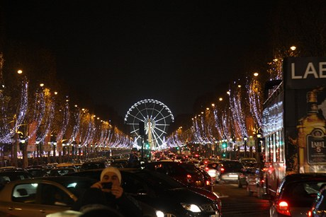 Ruské kolo na Champs Elysées