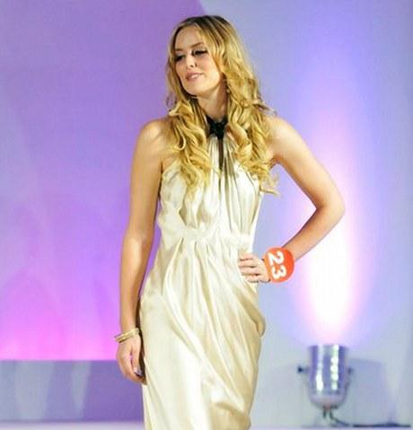 World Miss University 2010 Katie Farrová z Británie