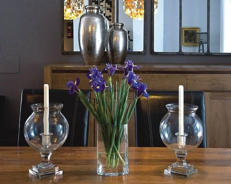 Svíce ve skle jsou efektní i praktické. Je menší předpoklad, že budeme volat hasiče