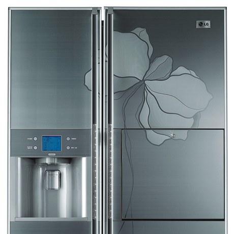 Americká lednice s automatem na vodu má madla vykládaná křišťály firmy Swarovski