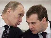 Ruský prezident Dmitrij Medveděv (vpravo) a premiér Vladimír Putin (27. prosince 2010)
