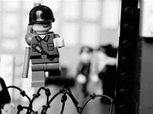 Classics in Lego: Východoněmecký policista Conrad Schumann prchá do Západního Berlína