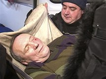 Po zásahu policie skončil kandidát opozice Uladzimir Njajklajev v nemocnici (20. prosince 2010)