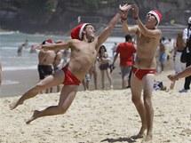 Oslavy vánočních svátku na australských plážích (24. prosince 2010)