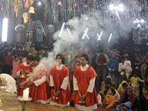 Pákistánští křesťané při božíhodové mši v Rawalpindi (24. prosince 2010)