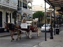 Uličkami French Quarter je možné projíždět s kočáry taženými koňmi