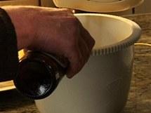 Pokud je potřeba, přilijte i trochu piva