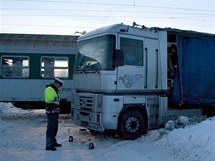 Nehoda osobního vlaku s kamionem v Hradišti u Chebu.