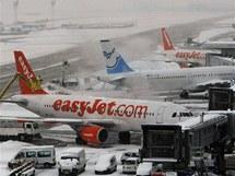 Odstavená letadla na pařížském letišti Orly (21. prosince 2010)