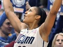 Maya Mooreov� slav� 89. v�hru v �ad� univerzity UConn v NCAA