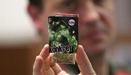 Jedna ze syntetických drog z obchodu na Stodolní ulici, které jsou prodávány jako sběratelský předmět.