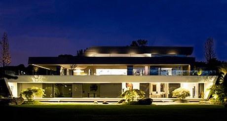 Moderní sídlo na madridském předměstí Pozuelo de Alarcón navrhlo studio A -cero