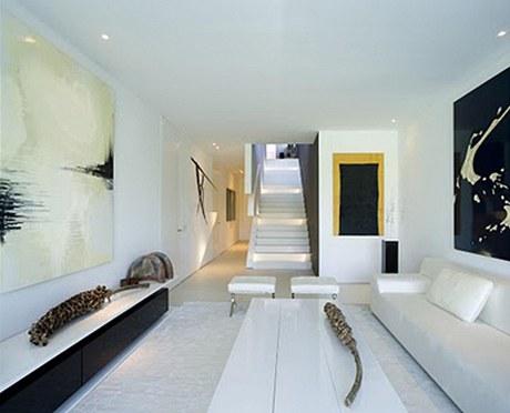Interiér vychází z módní černobílé kombinace
