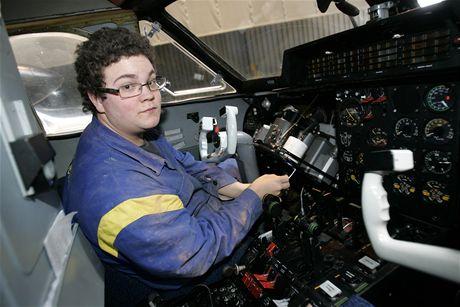 Díky projektu Kunovian Air Force se žáci Střední školy letecké v Kunovicích mohou učit na dvou letadlech L410 UVP (na snímku student Lukáš Petruška).