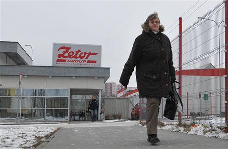 Přes sedm stovek zaměstnanců brněnského Zetoru je na nucené dovolené, už v příštím týdnu by se ale výroba měla rozjet na plné obrátky.
