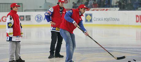 Fanoušci Komety Brno si na utkání Brna s Kladnem mohli vystřelit předplatné deníku MF DNES. (7. leden 2011)