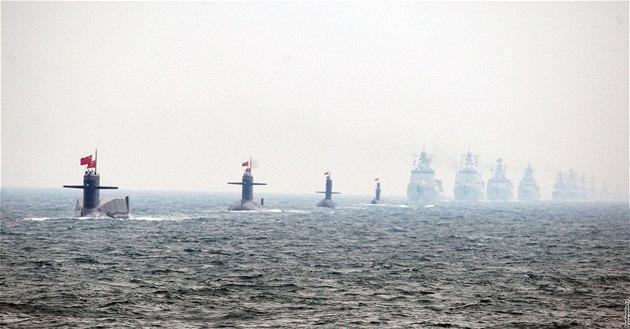 �ínská námo�ní flotila p�i oslavách 60. výro�í zalo�ení �ínské lidové osvobozenecké armády (23. dubna 2009)